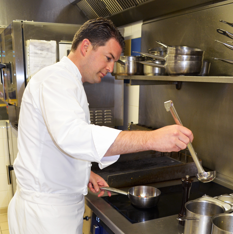 Le Chef Jean-Edern aux fourneaux