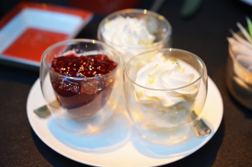 Confiture de framboise et crème végétale aux zestes de citron