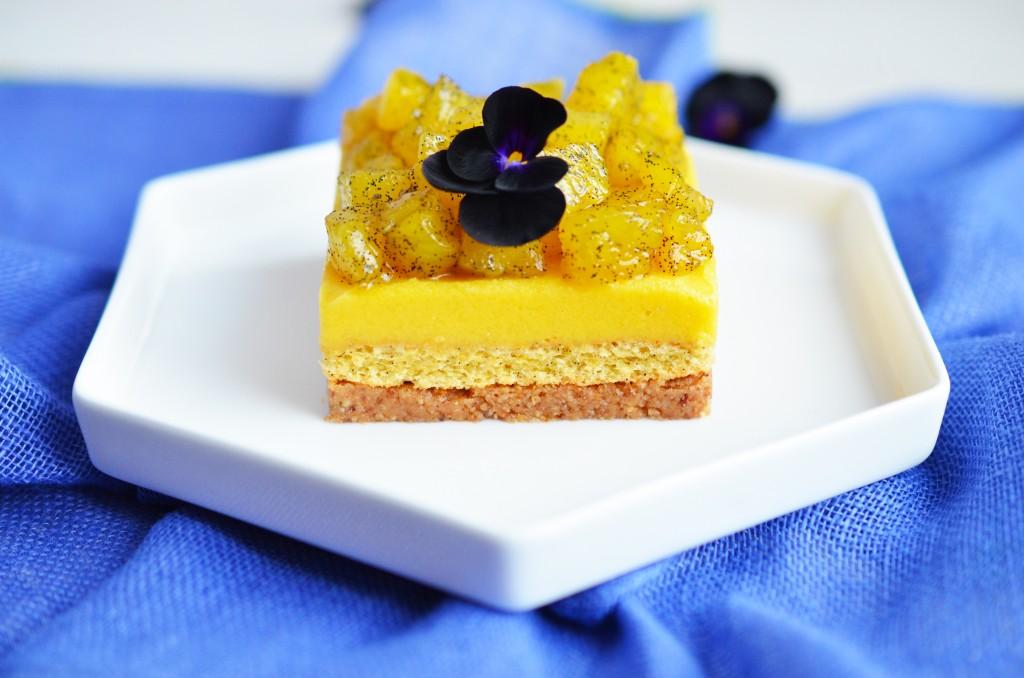 Dessert gourmand sablé, biscuit, beurre de mangue et ananas