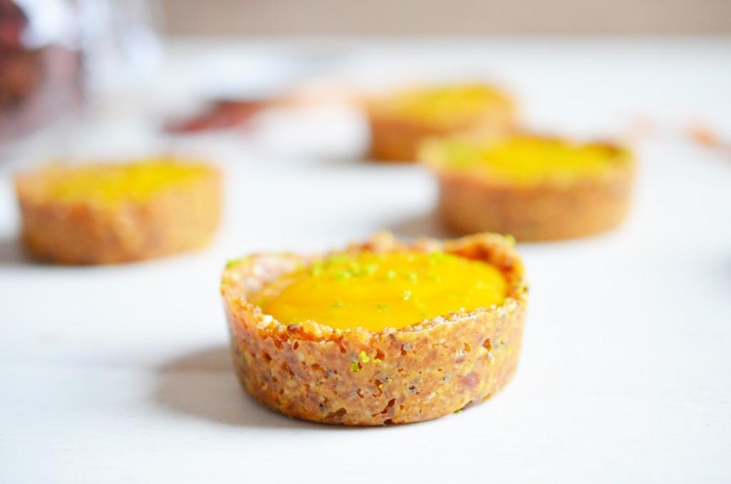 Zoom biscuit cru tartelette mangue combava