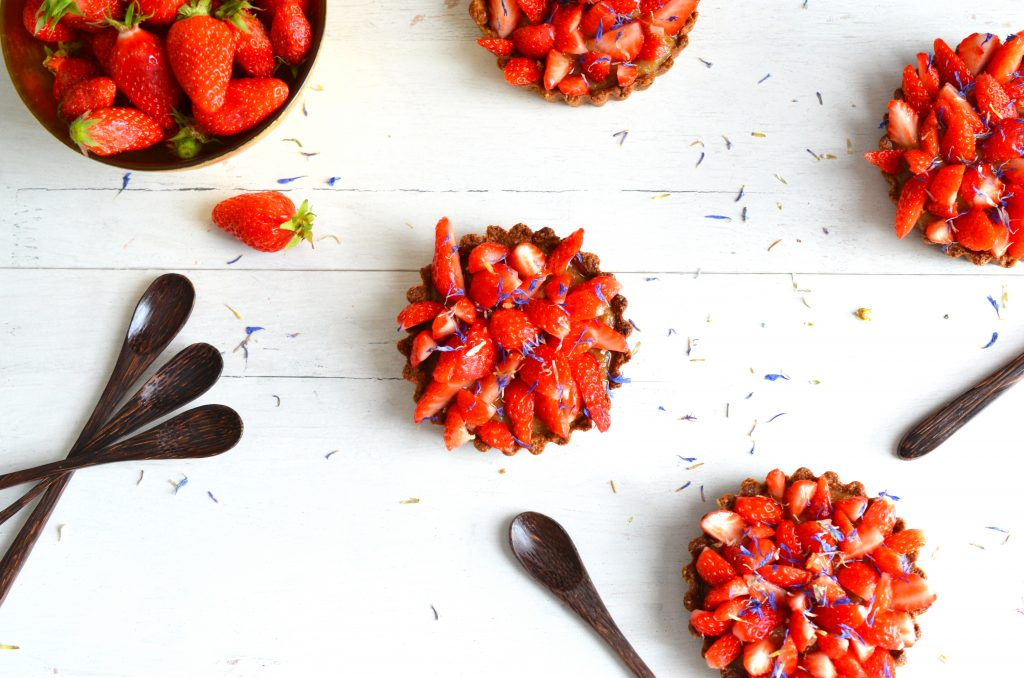 Farandole de tartelettes fraises-rhubarbe