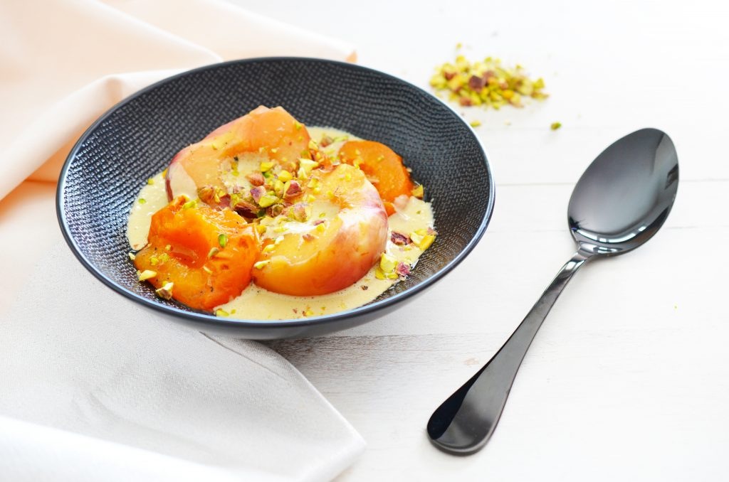 Pêches et abricots pochés et crème de pistache