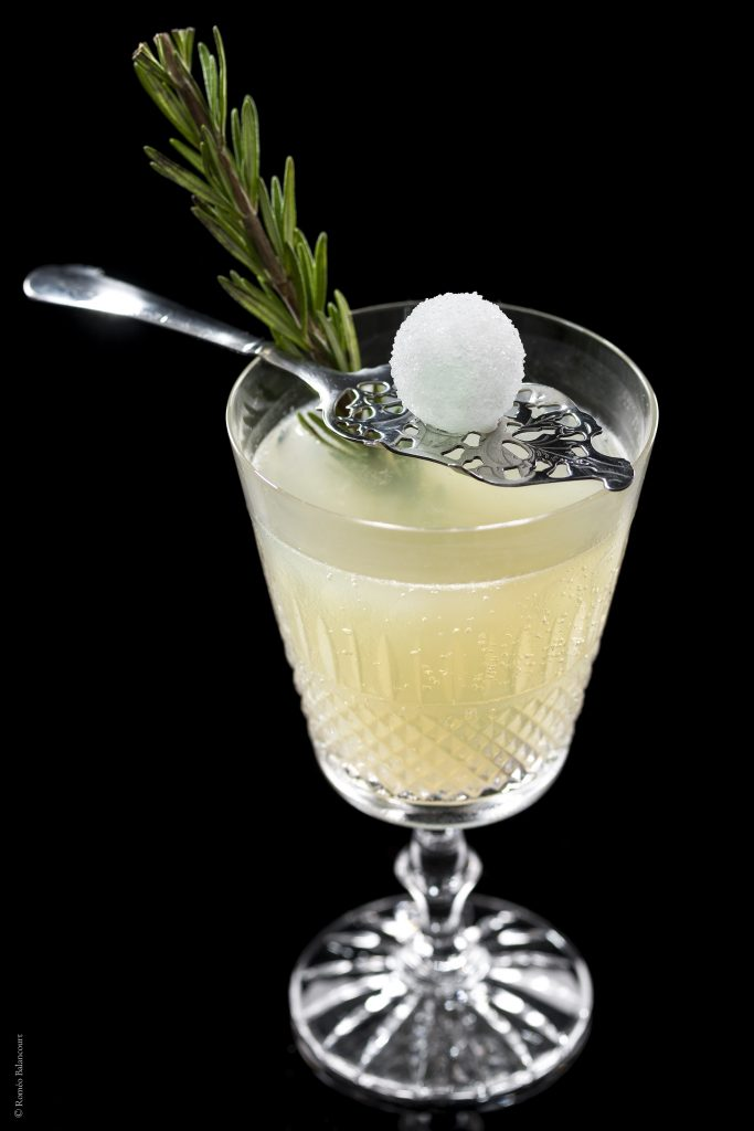 cocktail-la-main-verte-le-bar-botaniste-shangri-la-hotel-paris-romeobalancourt