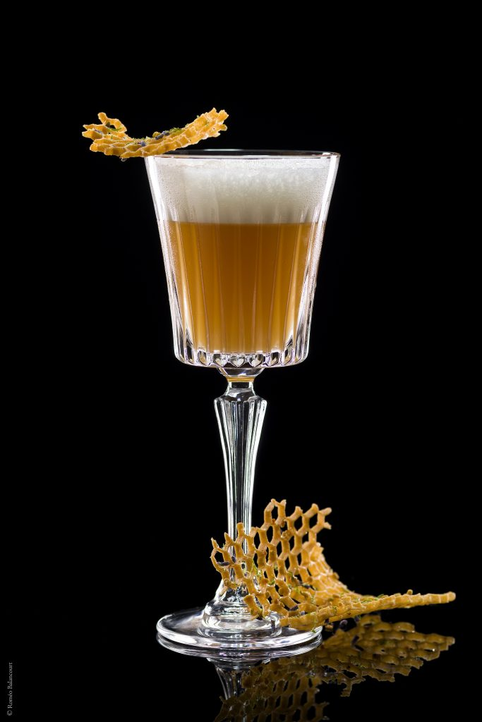 cocktail-bumble-bee-le-bar-botaniste-shangri-la-hotel-paris-romeobalancourt